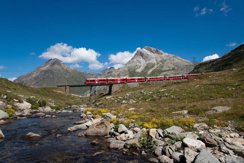 Der Bernina-Express, kurz BEX, ist ein internationaler Schnellzug der Rhätischen Bahn.