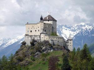 Tarasp ist ein Dorf in der Gemeinde Scuol, Graubünden